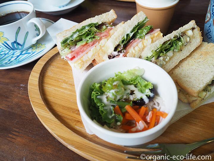 自家製パンのサンドイッチ