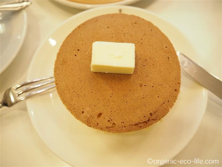 ホットケーキにバターを乗せたところ