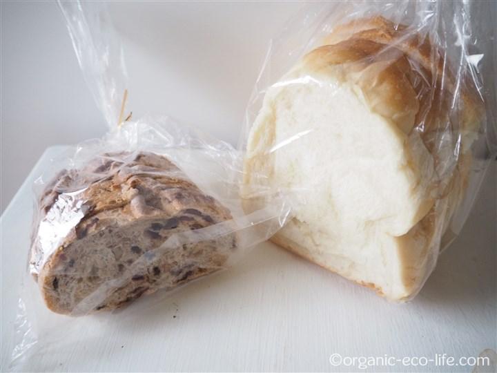 フルーツカンパーニュと山型パン