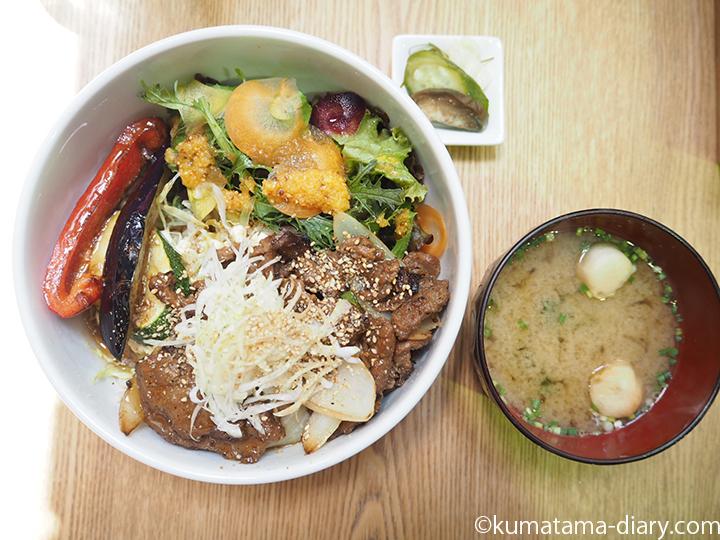 大豆ミートの生姜焼き丼