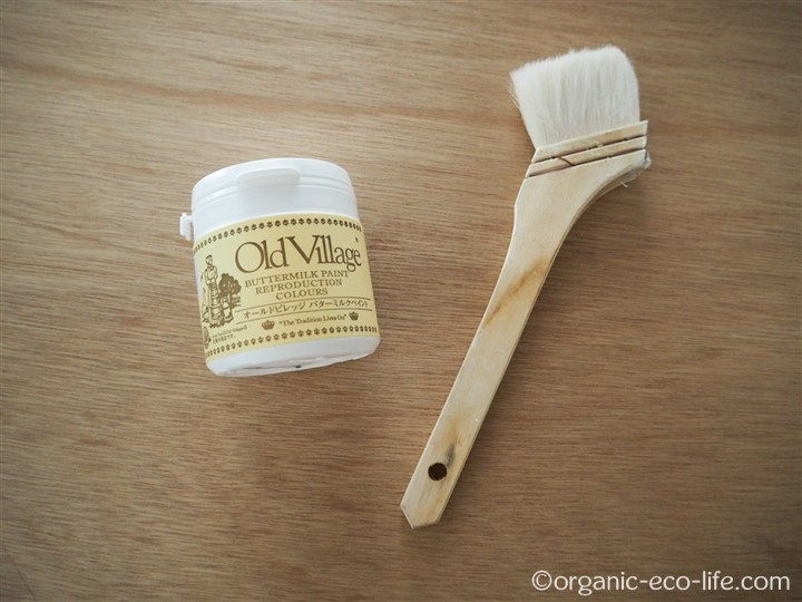 バターミルクペイントと刷毛