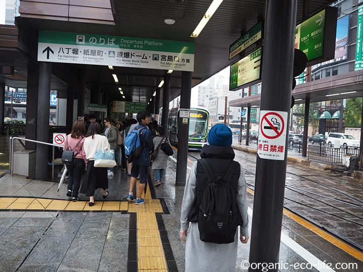 駅前の電車乗り場