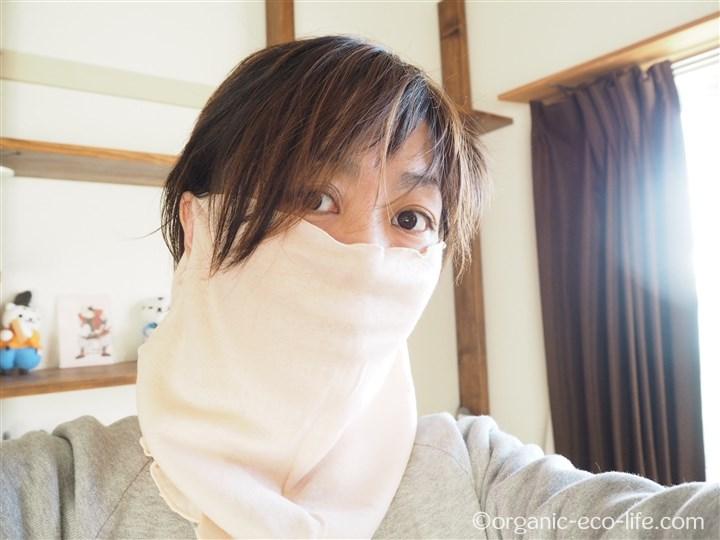 アンゼリカ 絹フェイスマスク(セリシンフィクス)着用